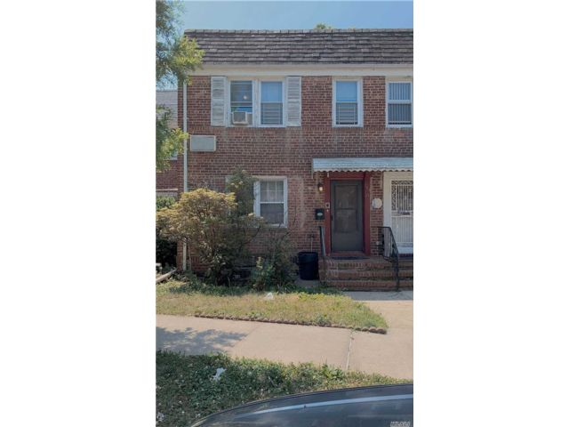 3 BR,  3.00 BTH Townhouse style home in Flushing