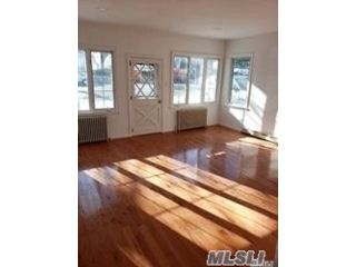 3 BR,  2.00 BTH Bungalow style home in College Point
