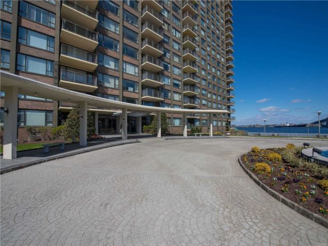 2 BR,  2.00 BTH High rise style home in Beechhurst