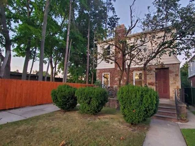 3 BR,  3.00 BTH Apt in house style home in Jamaica Estates