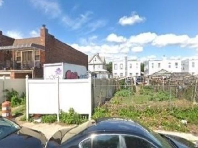 Lot <b>Size:</b> 25.9x92.23 Land style home in Ozone Park