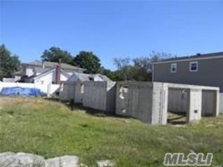 Lot <b>Size:</b> 60x100 Land style home in Bellmore