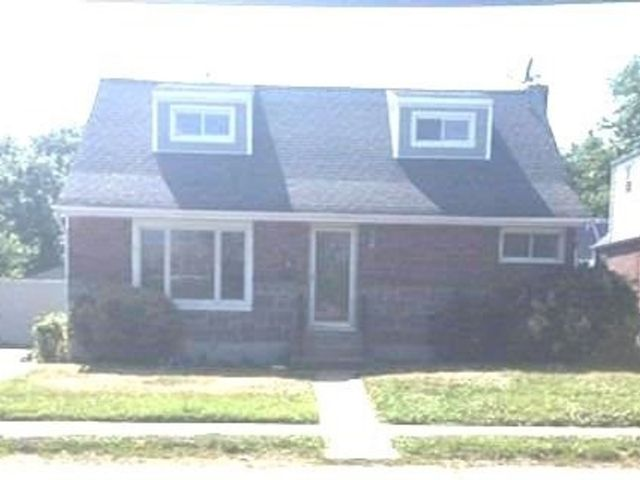 4 BR,  2.00 BTH Exp cape style home in Elmont