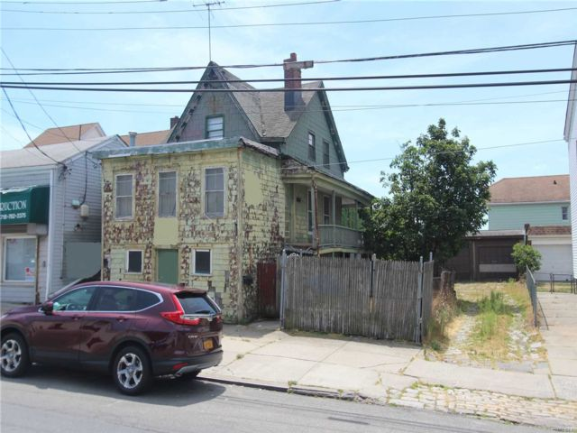 3 BR,  1.00 BTH Other style home in College Point