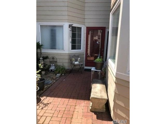 4 BR,  3.00 BTH Other style home in Bay Shore