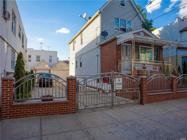 6 BR,  3.00 BTH Colonial style home in Ozone Park