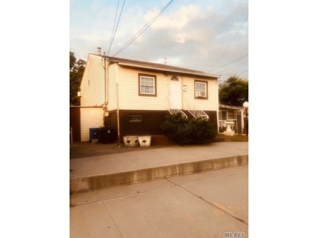 5 BR,  2.00 BTH Duplex style home in Far Rockaway