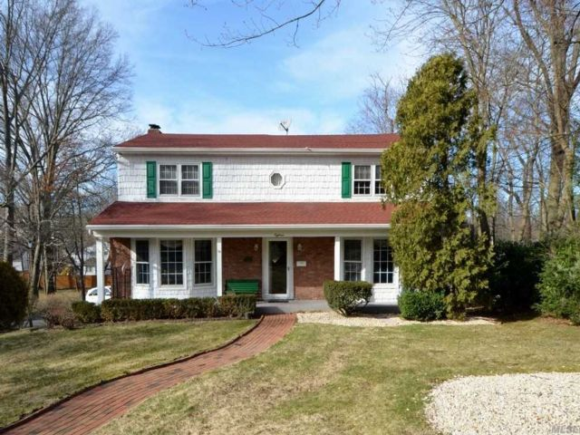 4 BR,  4.00 BTH  Colonial style home in Glen Head