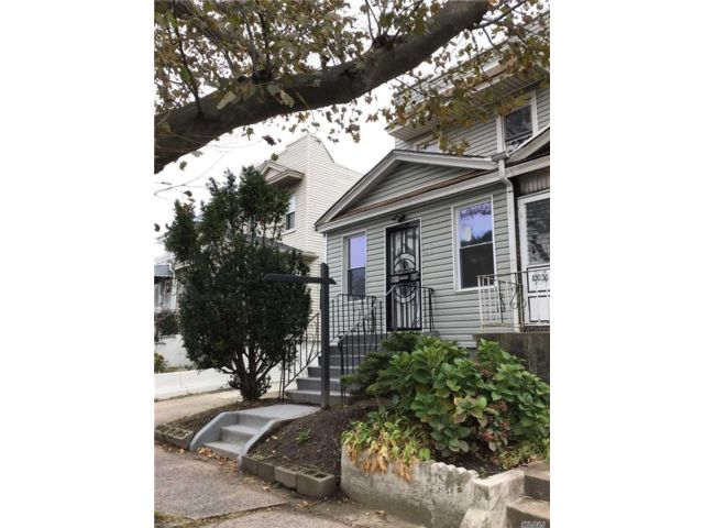 3 BR,  2.00 BTH Colonial style home in Briarwood