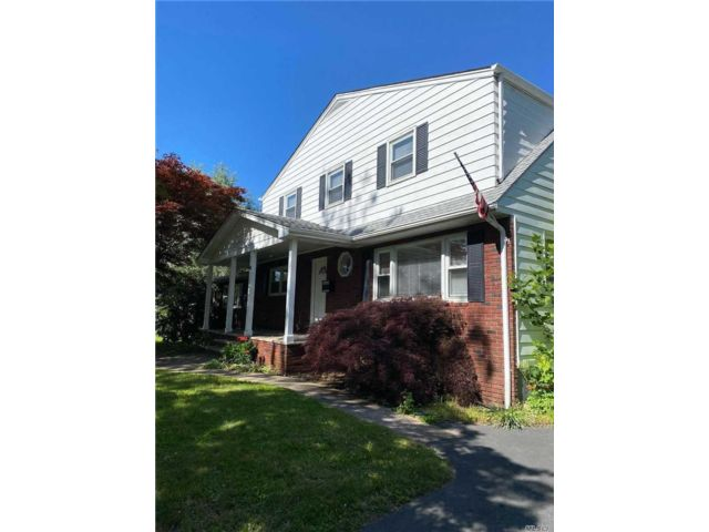 6 BR,  2.00 BTH  Colonial style home in Blauvelt