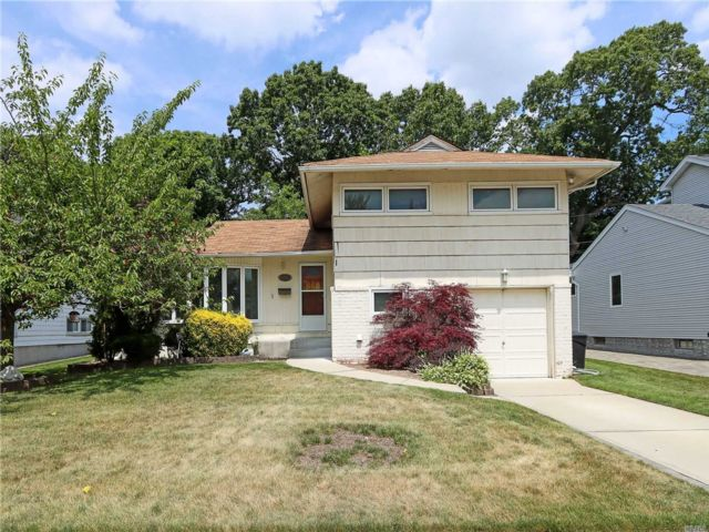 [East Meadow Real Estate, listing number 3114315]