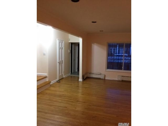 3 BR,  3.00 BTH Colonial style home in Forest Hills