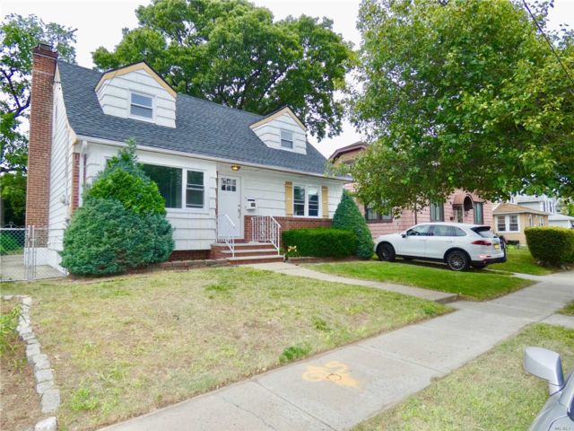 4 BR,  3.00 BTH Cape style home in Rosedale