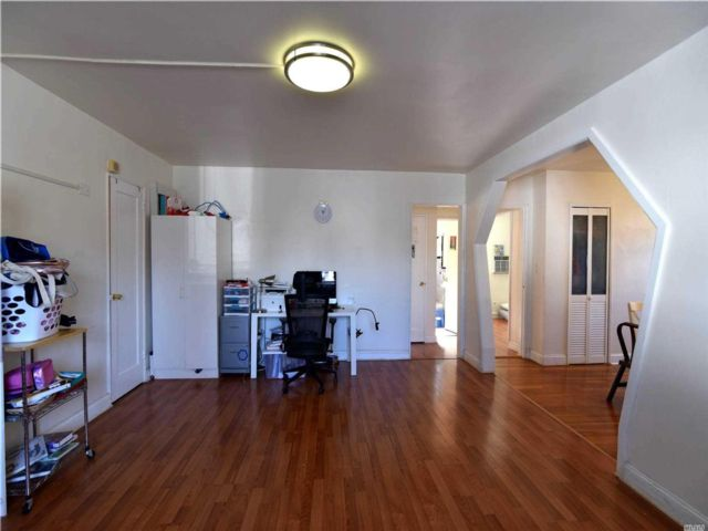 2 BR,  1.00 BTH Co-op style home in Little Neck