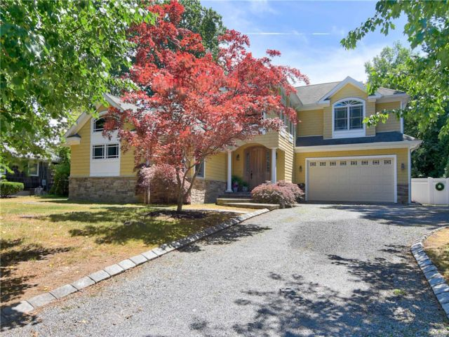 5 BR,  5.00 BTH Colonial style home in East Setauket
