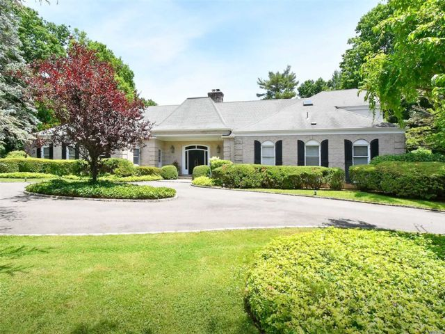 6 BR,  8.00 BTH  Farm ranch style home in Old Westbury