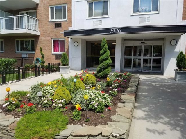 2 BR,  1.00 BTH High rise style home in Woodside