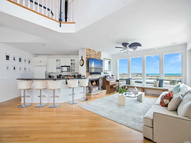 4 BR,  4.00 BTH Contemporary style home in Westhampton Dune