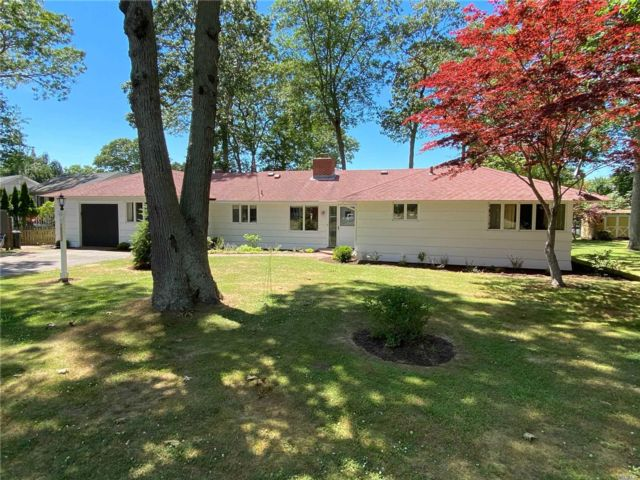 4 BR,  2.00 BTH  Mid century mod style home in Southold