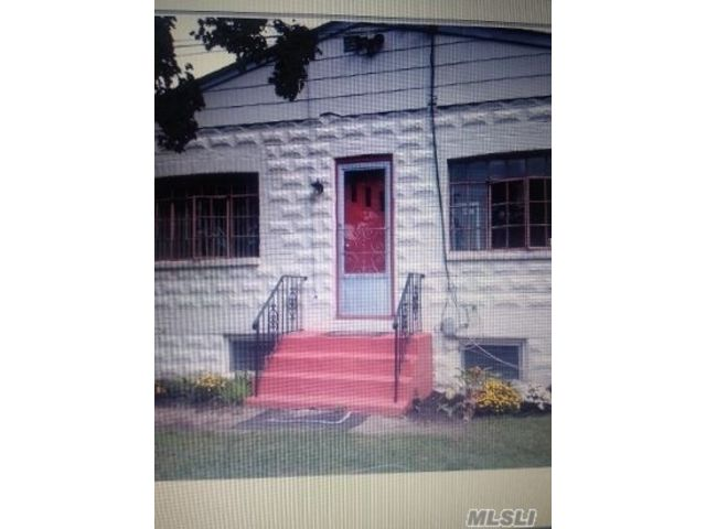 1 BR,  1.00 BTH Apt in house style home in West Babylon