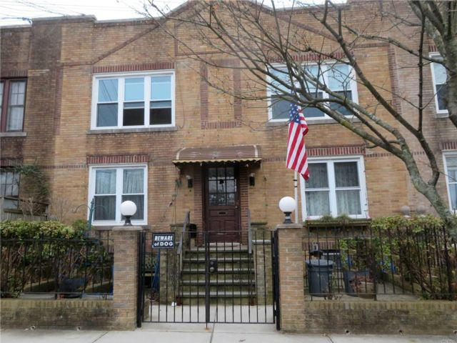 7 BR,  5.00 BTH Carriage house style home in Middle Village