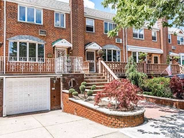 3 BR,  3.00 BTH Colonial style home in Middle Village