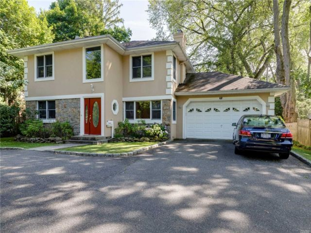 3 BR,  3.00 BTH  Colonial style home in Roslyn