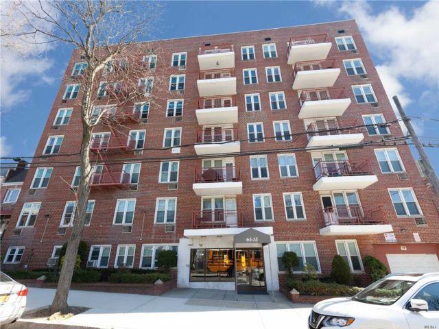 2 BR,  2.00 BTH  Mid rise style home in Rego Park