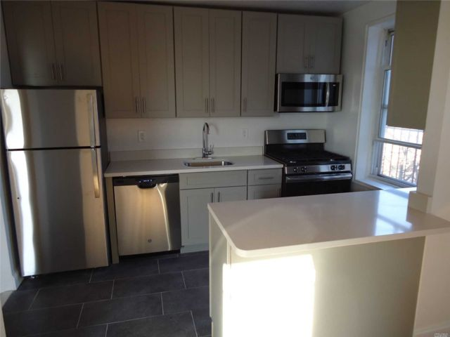 2 BR,  1.00 BTH Mid rise style home in Briarwood