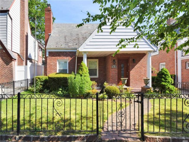 5 BR,  3.00 BTH Cape style home in Forest Hills