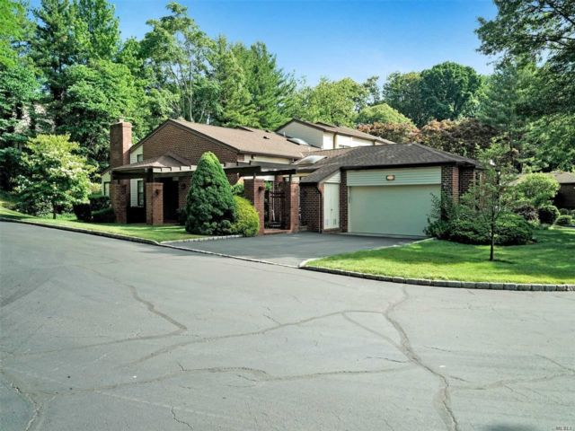 2 BR,  3.00 BTH Other style home in Manhasset