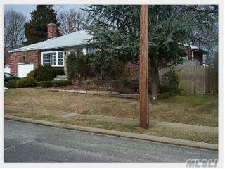[Farmingdale Real Estate, listing number 3114683]