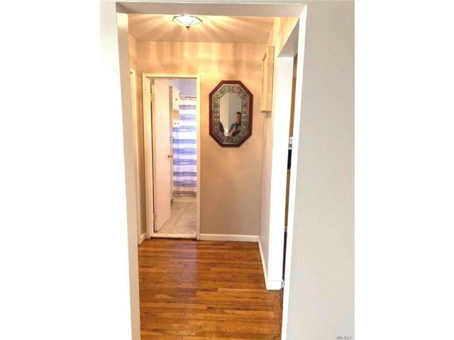 1 BR,  1.00 BTH  Garden apartmen style home in North Babylon