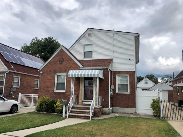 3 BR,  3.00 BTH Exp cape style home in Queens Village