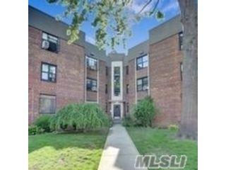 1 BR,  1.00 BTH Garden apartmen style home in Jackson Heights