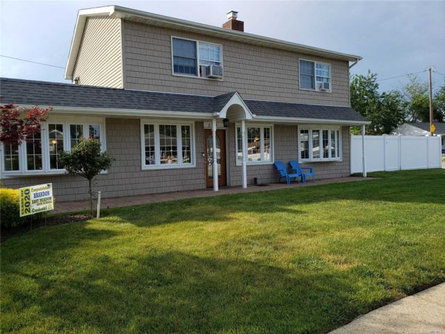 3 BR,  2.00 BTH  Colonial style home in East Meadow