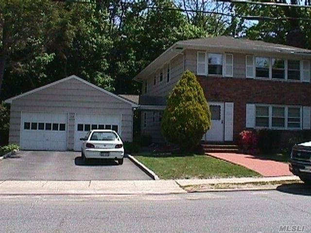 2 BR,  1.00 BTH Duplex style home in Huntington