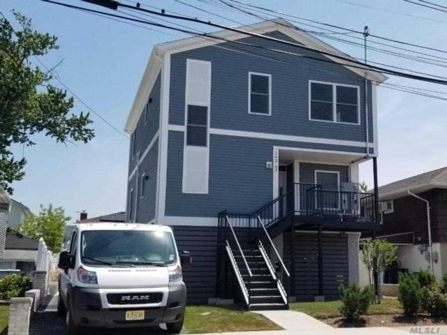 4 BR,  2.00 BTH Duplex style home in Howard Beach