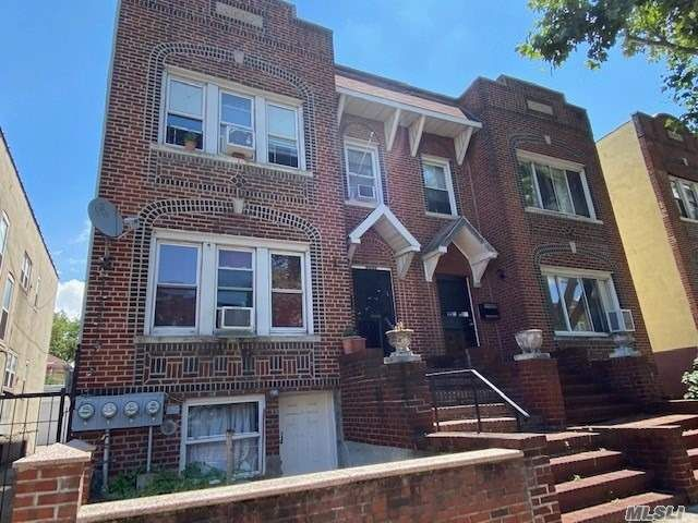 10 BR,  4.00 BTH  Townhouse style home in East Elmhurst