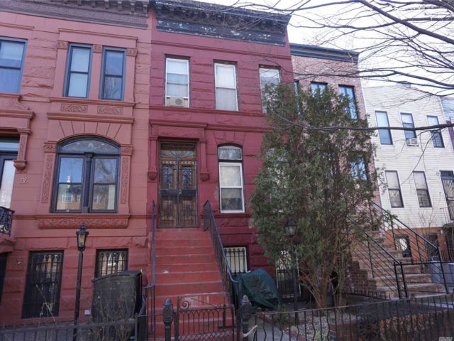 5 BR,  3.00 BTH Townhouse style home in Bed-stuy