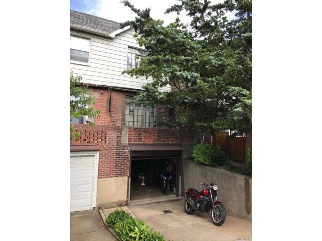 3 BR,  2.00 BTH  2 story style home in Woodside