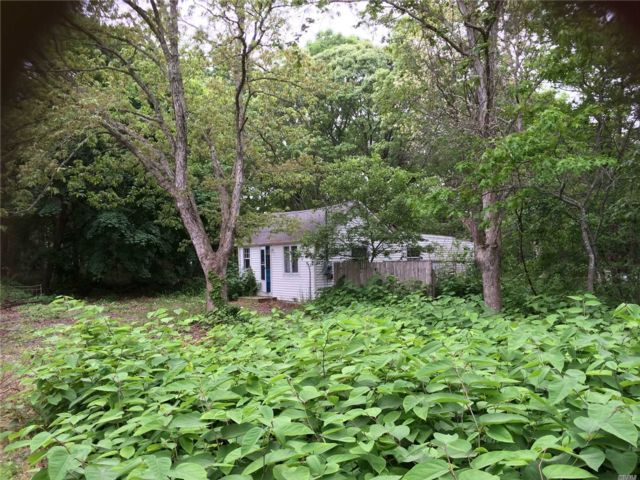 Lot <b>Size:</b> 50X111  Land style home in Center Moriches