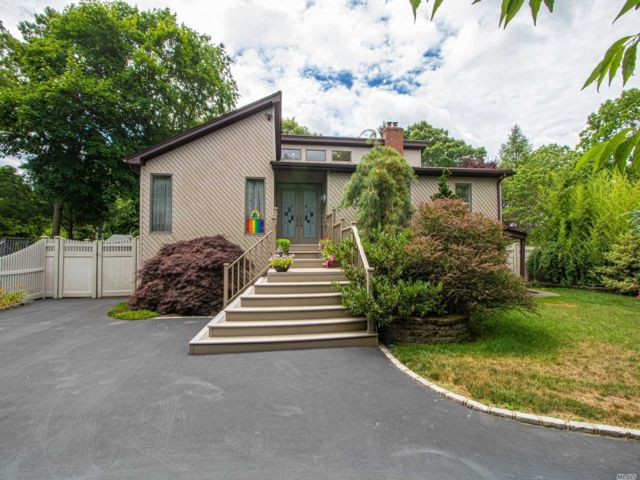 4 BR,  2.00 BTH Post modern style home in East Islip