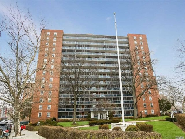 3 BR,  2.00 BTH High rise style home in Rego Park