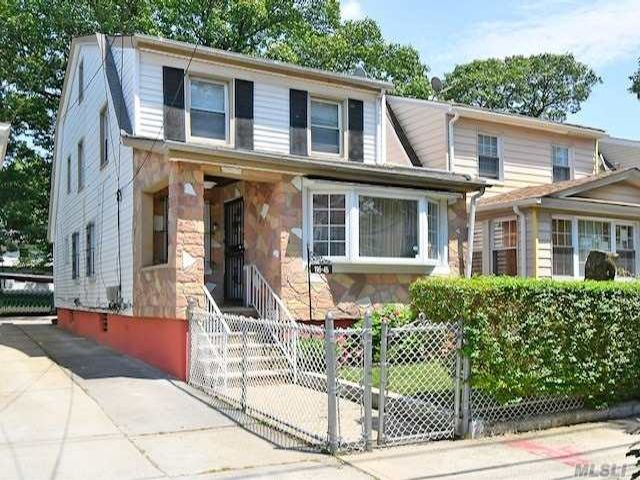 4 BR,  3.00 BTH Colonial style home in Jamaica
