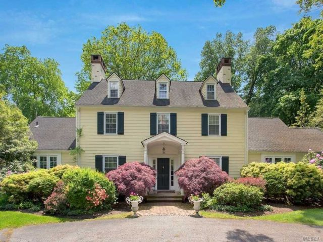 6 BR,  7.00 BTH Colonial style home in Old Brookville