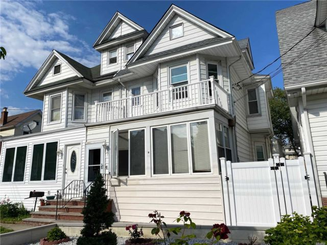 5 BR,  2.00 BTH  Victorian style home in Richmond Hill
