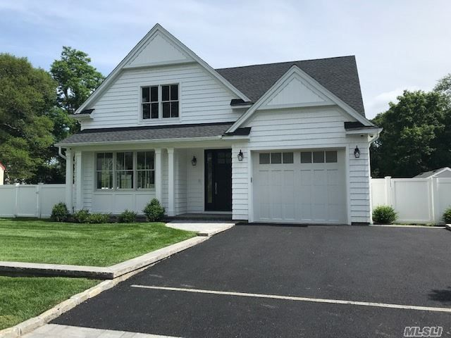 4 BR,  3.00 BTH Farmhouse style home in East Islip