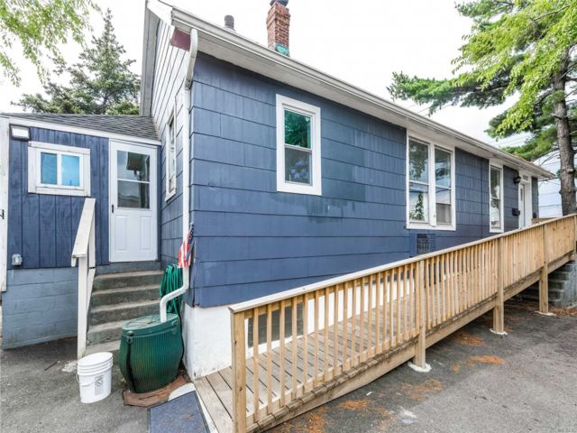 2 BR,  1.00 BTH Bungalow style home in Woodside