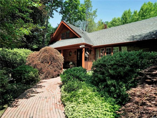 5 BR,  4.00 BTH Exp ranch style home in Roslyn Harbor